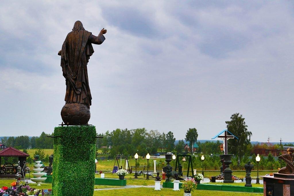 скульптура Иисус в парке памяти