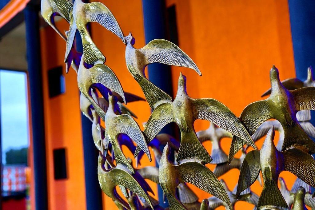 бронзовые голуби Новосибирский крематорий
