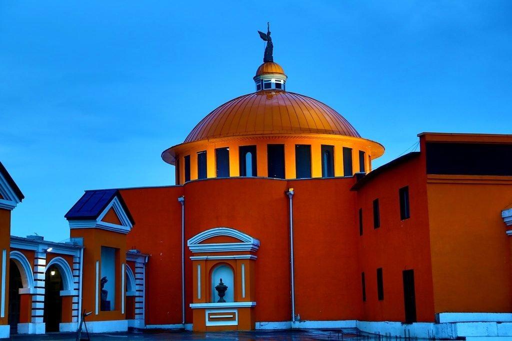Новосибирский крематорий вечерние фото ангел на куполе