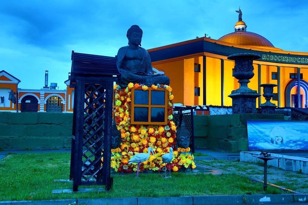 Новосибирский крематорий вечерние фото будда