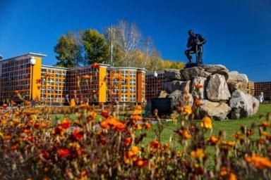 мемориал памяти воинов в парке памяти новосибирского крематория