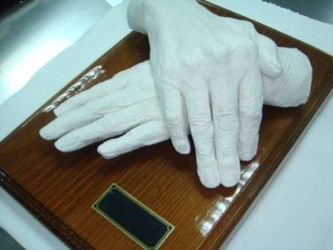 посмертный слепок рук