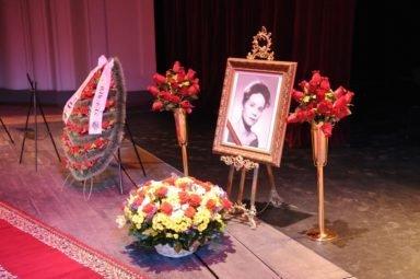 похороны Крупениной НОВАТ
