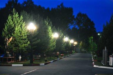 аллея памяти ночью