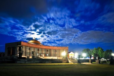фото ночного крематория и парка памяти
