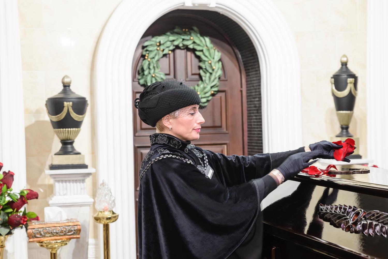 Лепестки роз — новый ритуал в крематории
